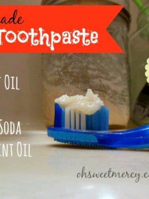 Homemade Toothpaste {Make it Myself Monday}