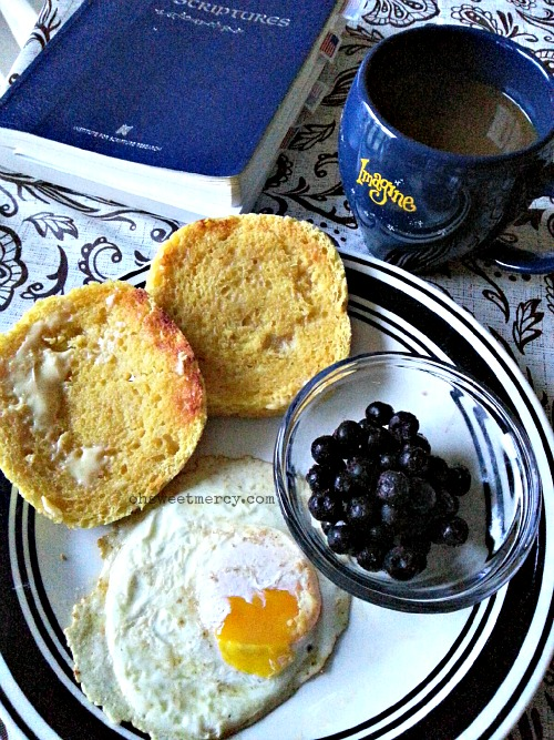 Garlic Biscuits in a Mug - THM S | Oh Sweet Mercy #lowcarb #glutenfree #THM #recipes #ohsweetmercy