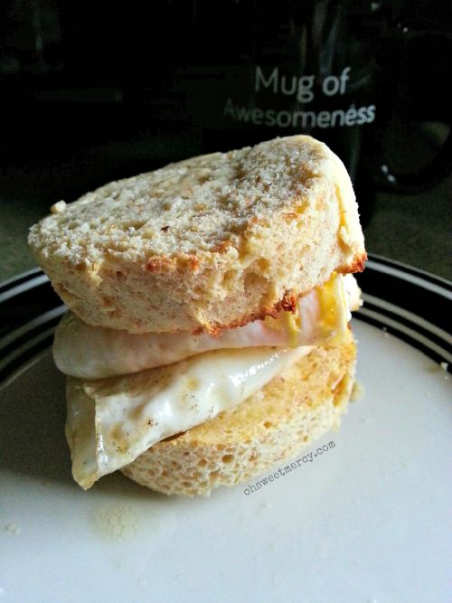 Egg Biscuit Sandwich with Garlic Biscuits in a Mug | Oh Sweet Mercy #recipes #THM #easy #lchf #coconutflour #ohsweetmercy