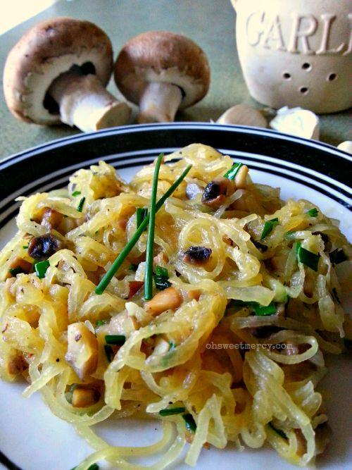 Buttery Garlic, Mushroom and Chive Spaghetti Squash | Oh Sweet Mercy #THM #lowcarb #spaghettisquash #recipes #ohsweetmercy