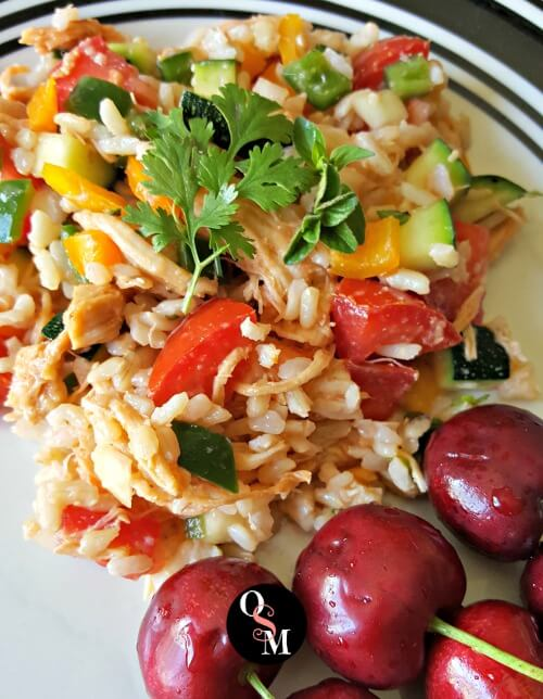 Light and refreshing, this lowfat Southwestern Chicken and Brown Rice Salad is a simple lunch or snack! #thm #lowfat #chicken #rice #recipes