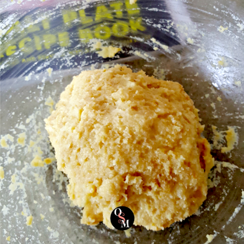 How to make Holy Grail Pizza on a Himalayan Salt Plate. Best lowcarb pizza dough ever! #lowcarb #grainfree #glutenfree #thm