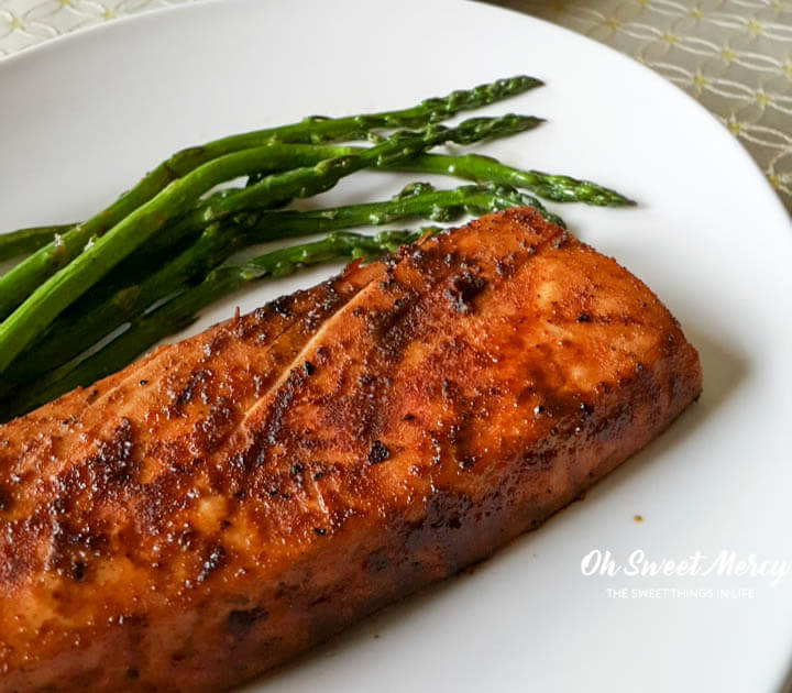 Spice up grilling season with this Easy Dry Rub Spicy Grilled Tuna. Make it hot (or not)! Gluten free and any THM fuel style. Oh Sweet Mercy