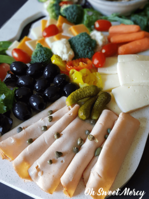 How to Make a Charcuterie Board for ANY Trim Healthy Mama Fuel Type! It's so easy to put together a healthy array of snackables for movie night at home, entertaining, or just because. #thm #recipes #charcuterieboard #thmsnacks #partyfoods