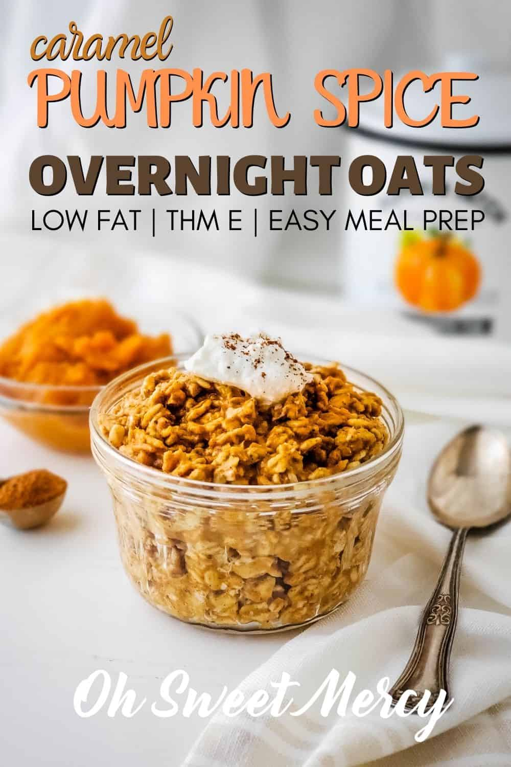 My tasty Caramel Pumpkin Spice Overnight Oats recipe is perfect for meal prep making packing for lunches or a grab and go snack super easy. Stay on plan for THM with this low fat, healthy carb recipe. #thm #lowfat #overnightoats #pintjaroats #pumpkinspice #mealprep @ohsweetmercy