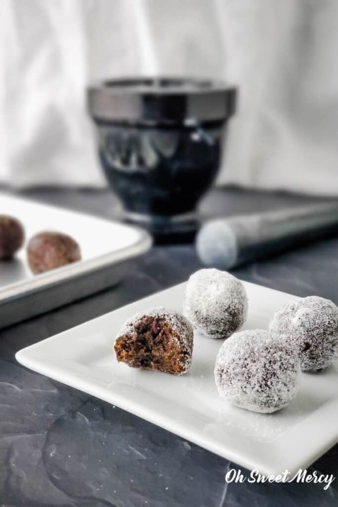 Protein balls coated in powdered erythritol